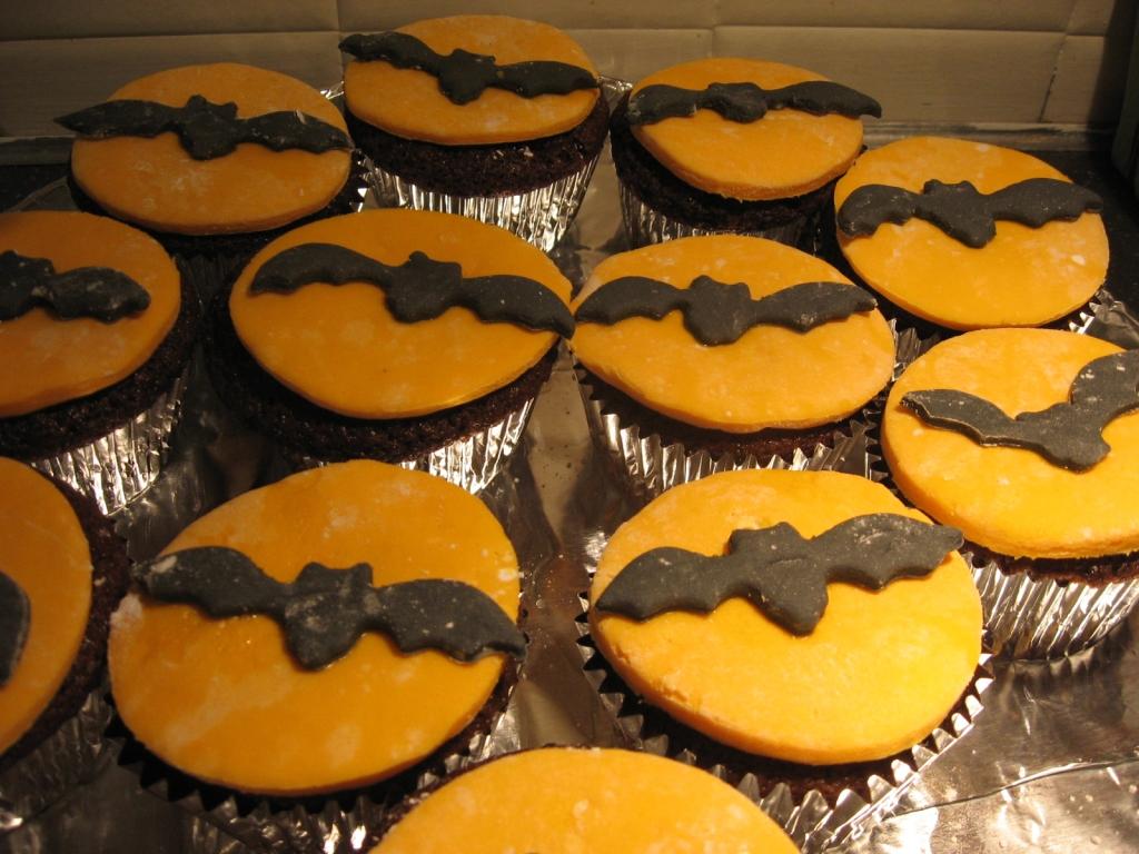 Bat Signal Cupcakes