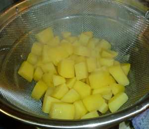 Par-boiled potatoes after draining